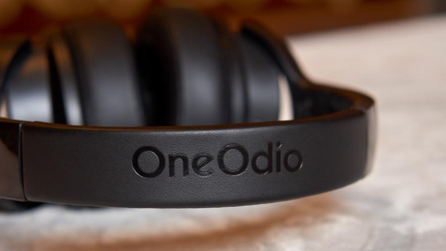 OneOdio A30 Teszt - OneOdio felirat